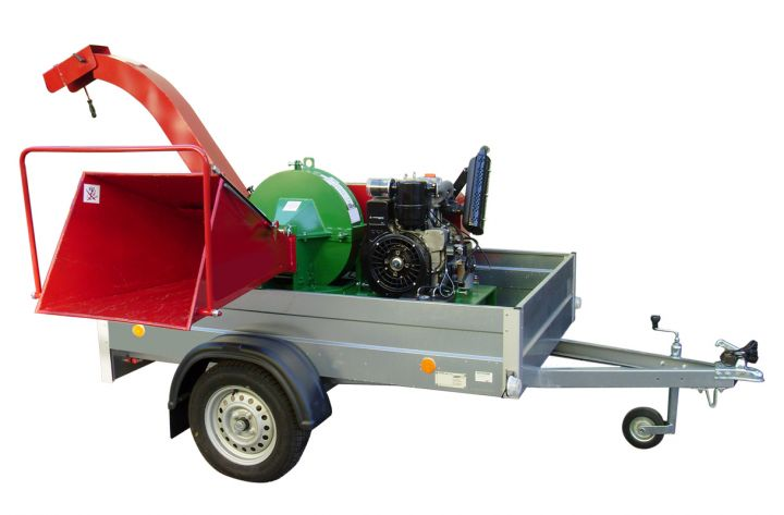 EBH 100 B long chipper on car trailer, with petrol engine 27.2 kW / 37.0 HP