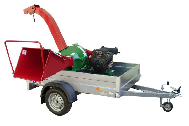 Long chipper EBH 70 B-23.5 on car trailer, with petrol engine 17.3 kW (23.5 PS)